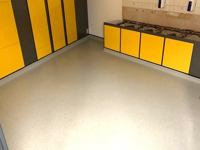 rubber-flooring-fitter-2.jpg