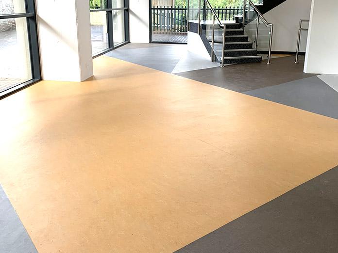 safety-flooring-fitter-2.jpg